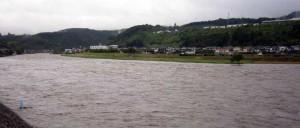 11日のお昼前、ダム放流中の三隈川