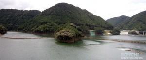 大山ダム堰堤からのダム湖