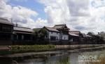 庄手川沿いの町並み