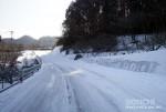 大久保台へ向かう市道の雪