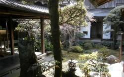 草野本家の中庭