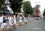 日田駅に向かう山鉾