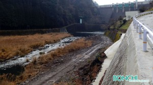 放流直前のダム直下