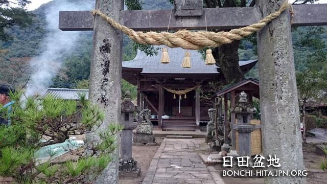 神社のしめ縄